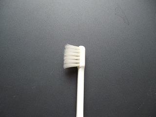 毛先の開いた歯ブラシ